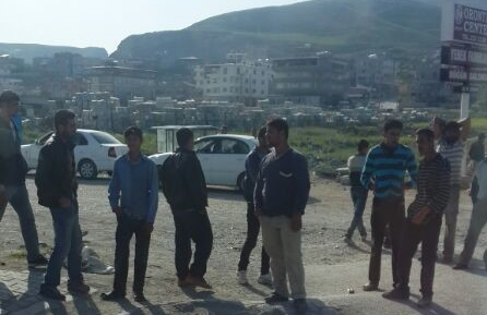 Syrian male refugees are in collect place for finding daily work on Altınözu-Hatay main road. © S.Akay Erturk, April 24, 2014